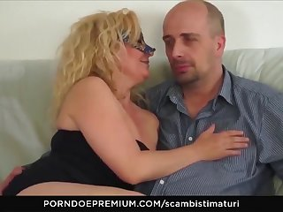 scambisti maturi - blonde cougar loves deepthroating