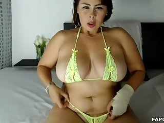 superhot chubby bitch masturbates with hitachi